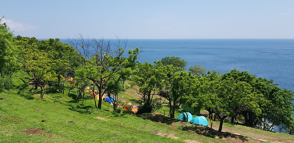 Лагерь на склоне горы. Бали