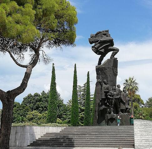 Влёра, монумент Независимости