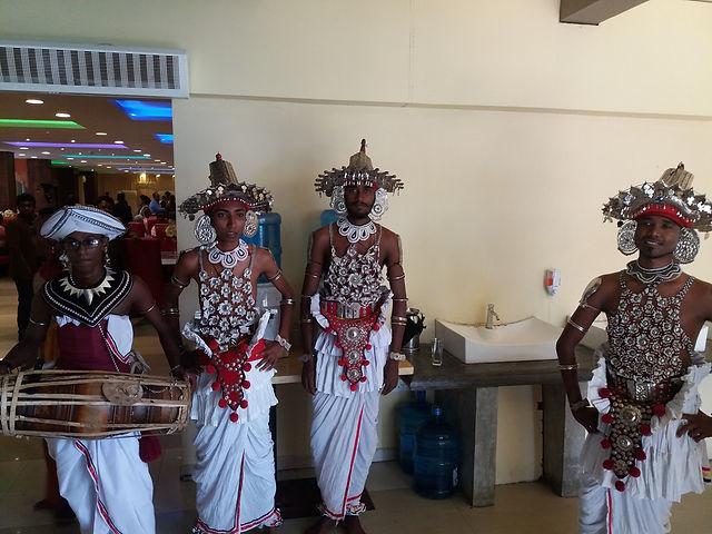 Свадебные танцоры в Тангалле