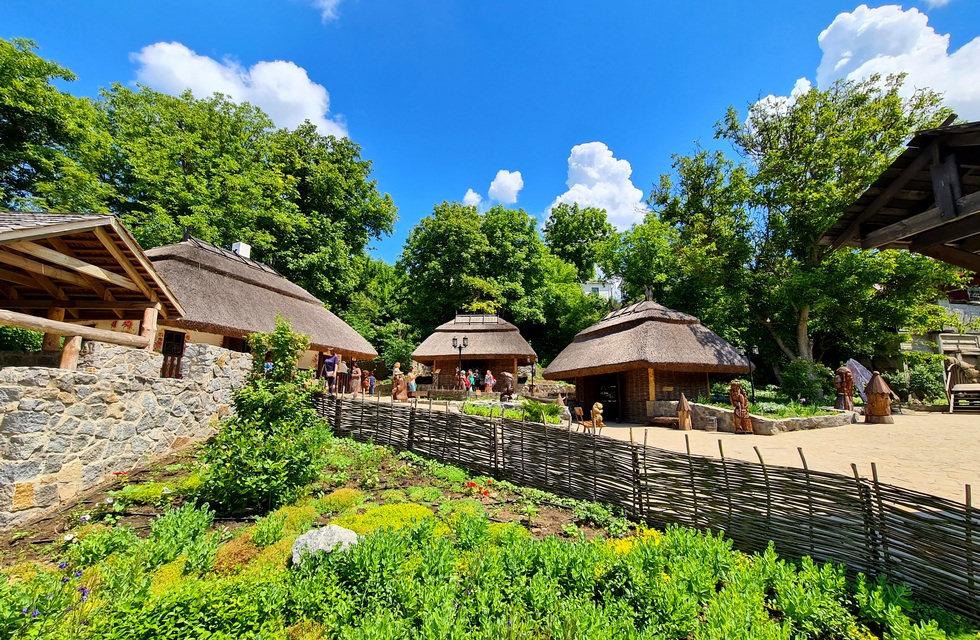 Украинское село в парке Новая Софиевка