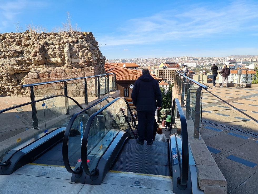 Эскалаторы возле мечети