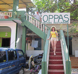 Выход из кафе в Чапоре