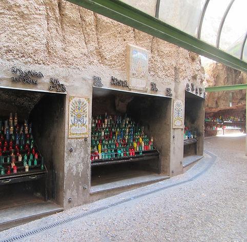 Место, где люди ставят свечи