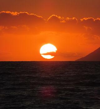 Албания, солнце садится в море