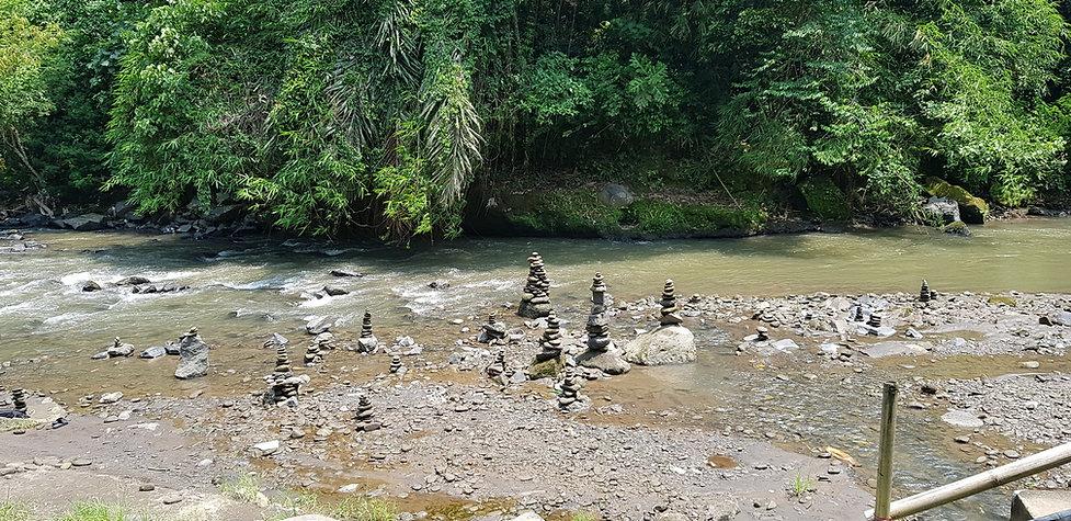 Река возле водопада Тегенунган