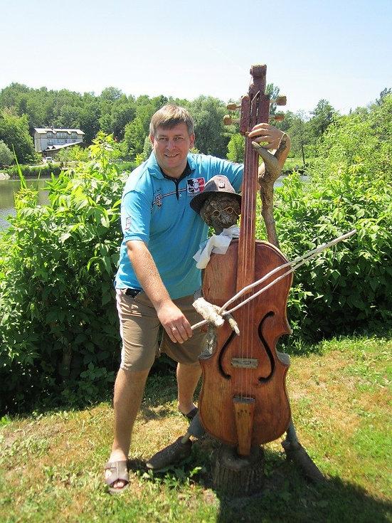 Помогаю деревянному музыканту