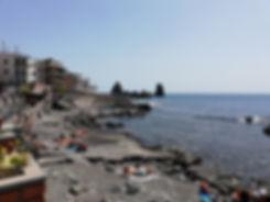 Пляж в Ачи Трецца