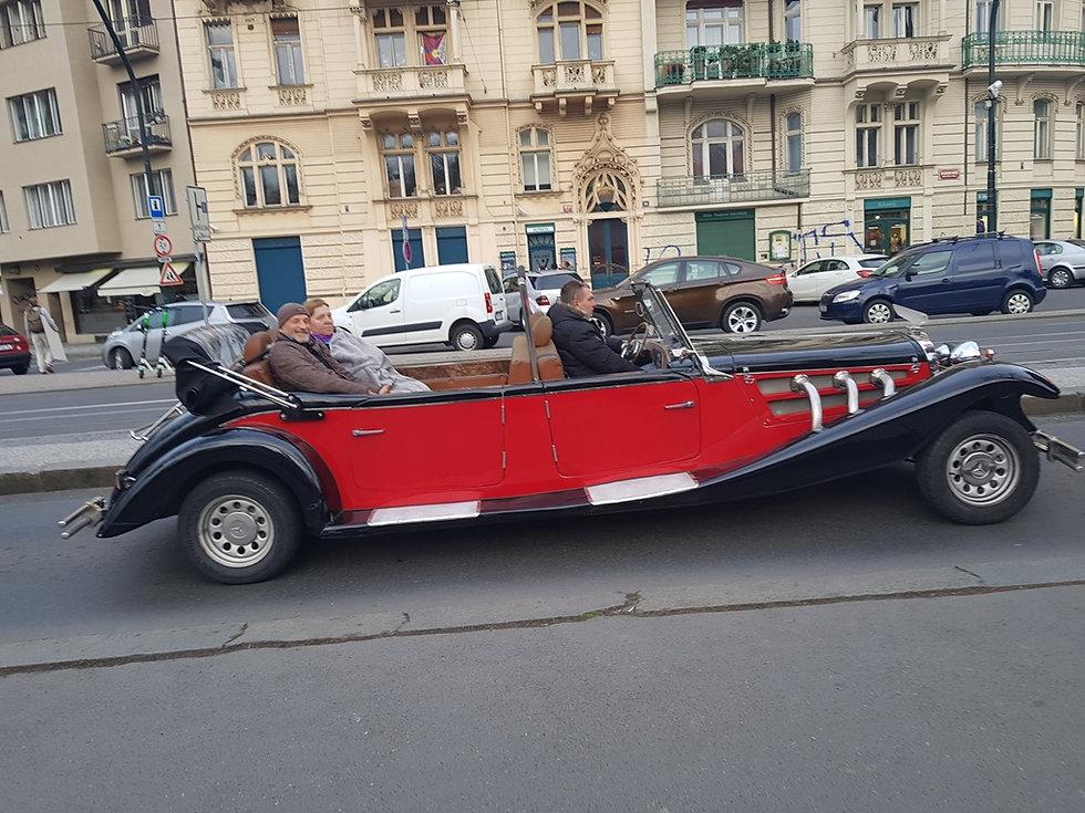 Кабриолет на набережной Влтавы
