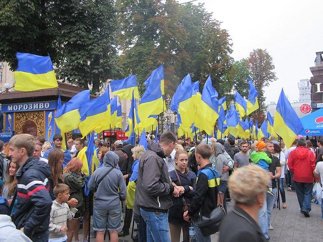 Море из украинских флагов