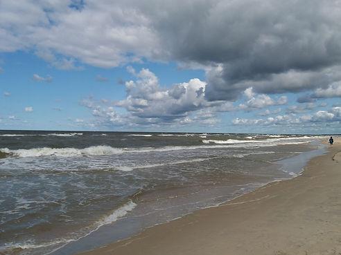 Волны на пляже Паланги