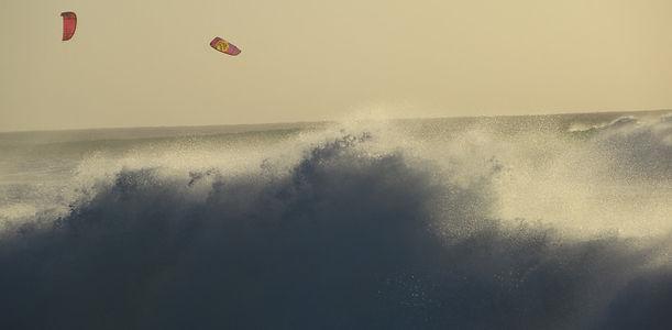 Волны и кайтеры на Кабо-Верде