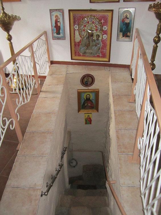 Лестница ведущая вниз