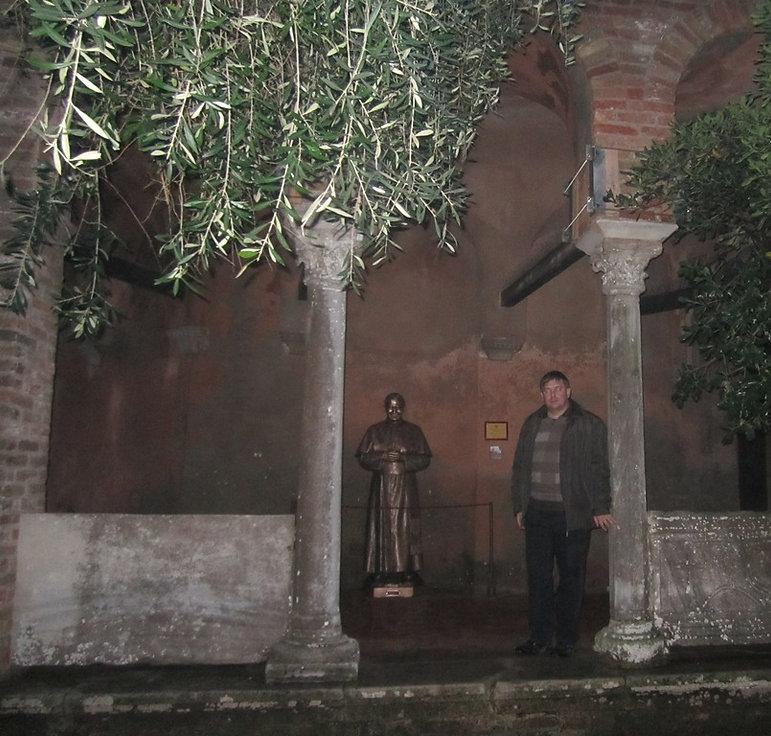 Памятник Иоанну Павлу Первому
