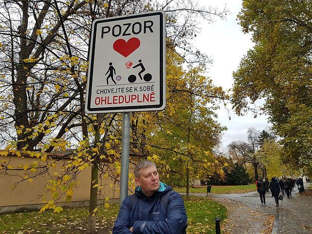 Будь осторожен с самим собой, Прага