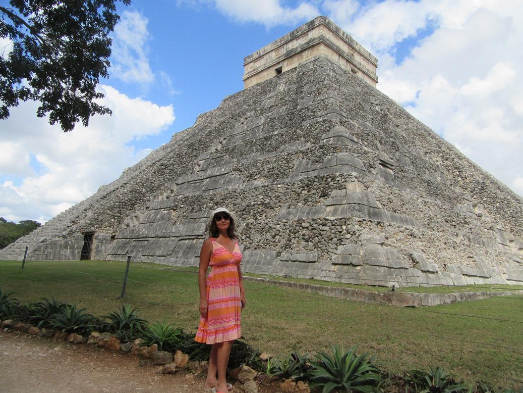 Возле пирамиды Кукулькана