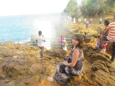 Натали на фоне фонтана