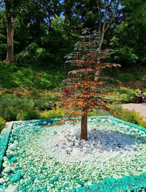 Дерево фонтан