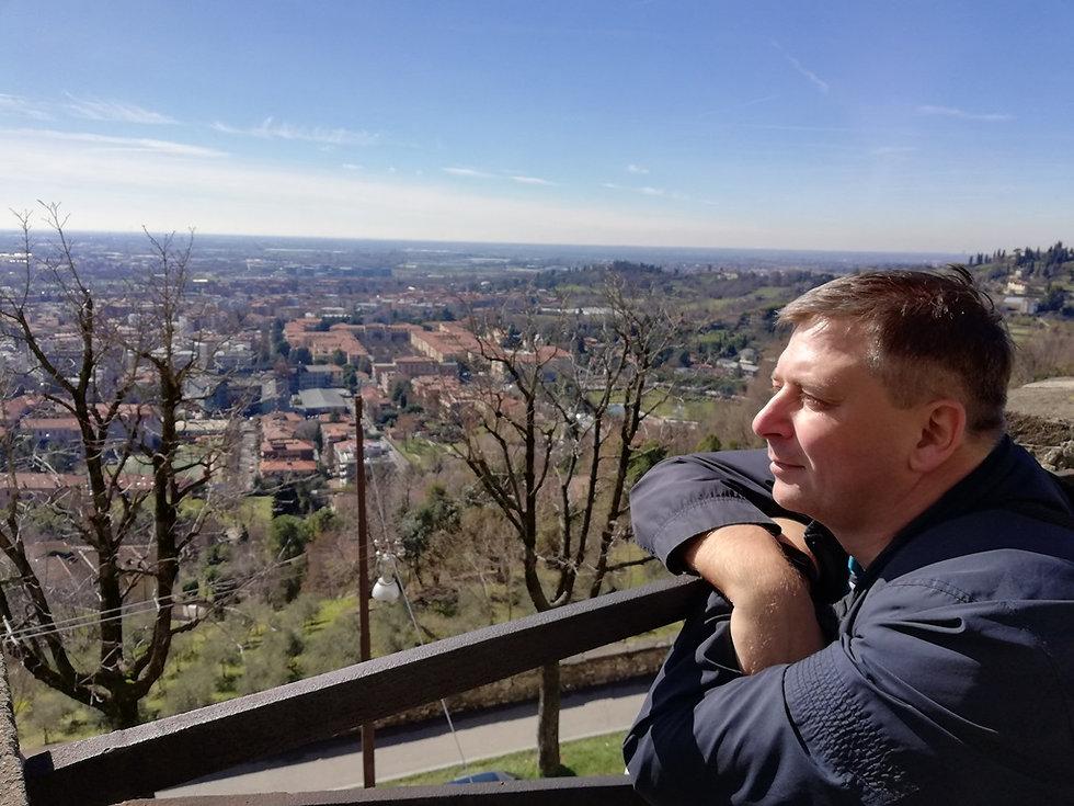 Вид на нижний город Бергамо с верхнего