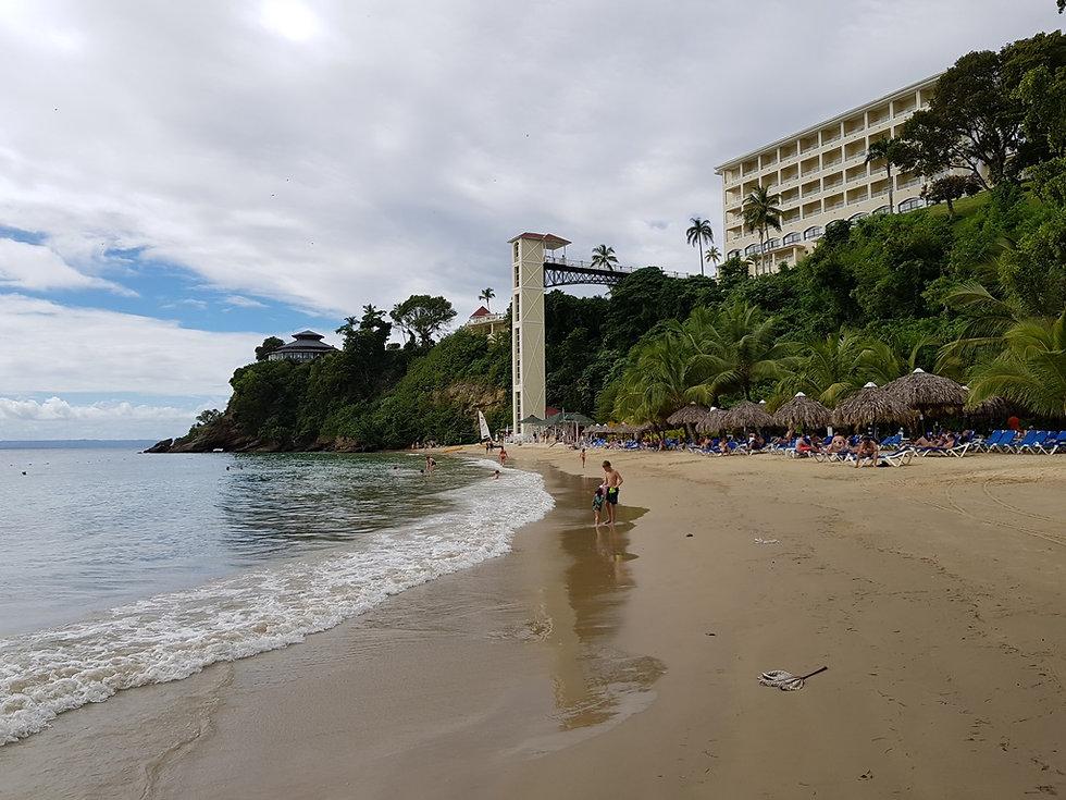 Городской пляж Санта Барбара де Самана