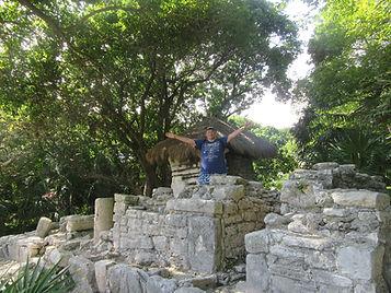 Возле дома древних индейцев