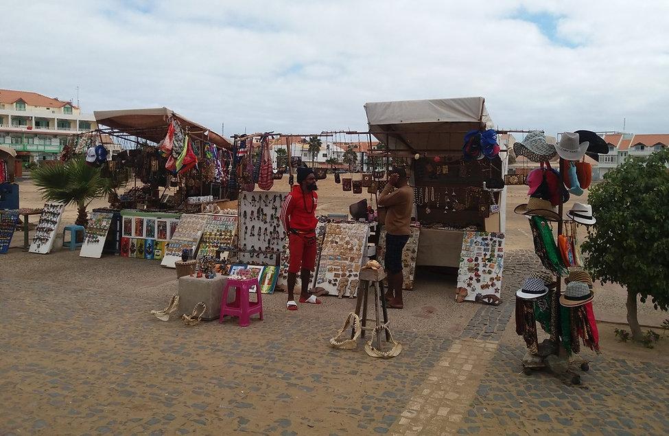 Продавцы сувениров на острове Сал