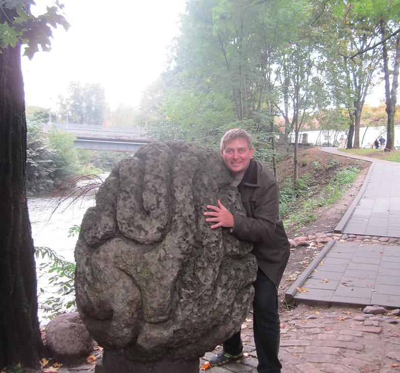 Мозг на берегу реки в Ужуписе