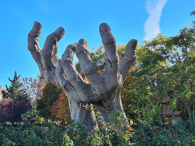 Монумент Руки