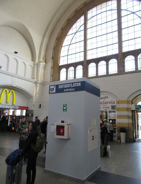 Гданьск, вокзал, дефибрилятор