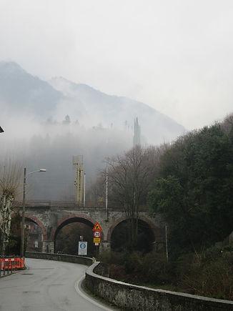 Варенна, горы в облаках