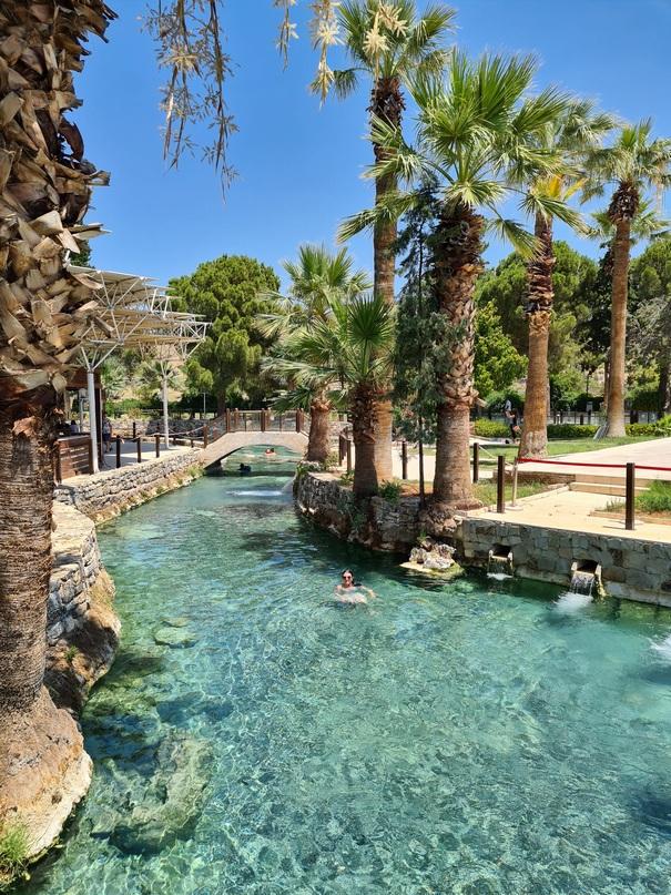 Главный канал бассейна Клеопатры
