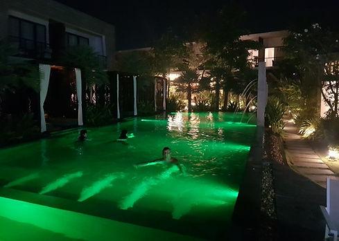 Ночь в бассейне