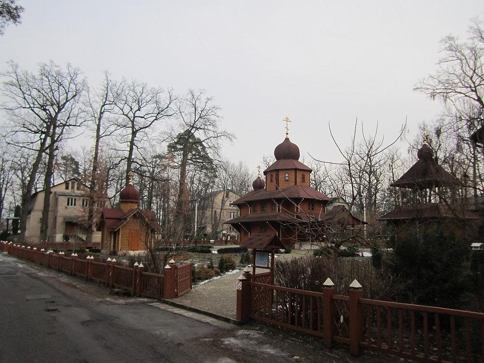 Церковь возле озера