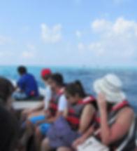 Катер везет нас на необитаемый остров