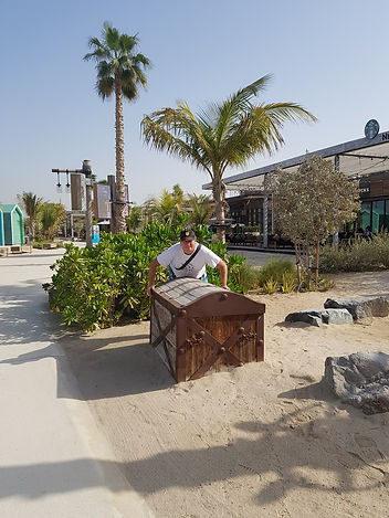 Сундук на пляже Ла Мер, Дубаи