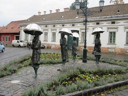 Памятник парижским проституткам в Будапеште