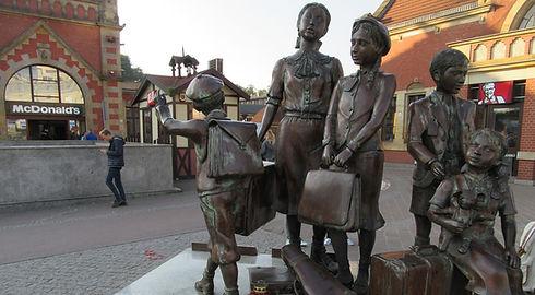 Гданьск, памятник у вокзала