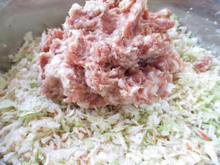 喜多方もっちり餃子の餡のこだわり。 うつくしまエゴ豚100%使用。