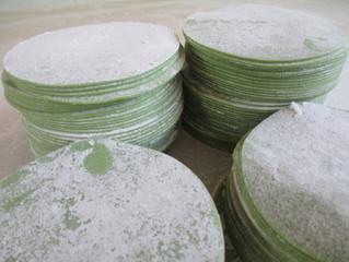 鮮やか ほうれん草入りグリーン餃子の皮でレシピが楽しい
