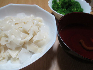 {暑い日は餃子麺} もっちり餃子の皮で冷麺を食べました。