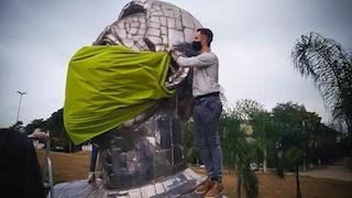 Esculturas famosas de Guarulhos ganham máscaras gigantes
