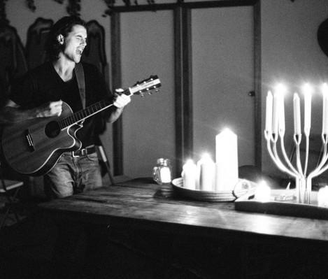20180527-Shakespeare-Candles-BlackandWhite-1_edited.jpg