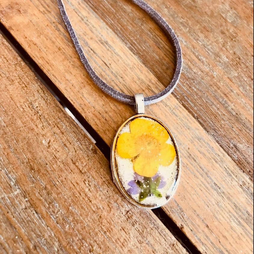 Bijoux: Collier pendentif en résine