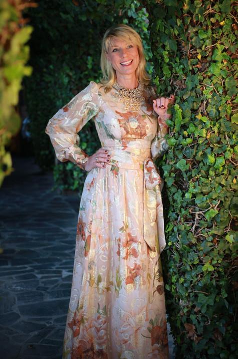 Lång klänning aprikos med guld