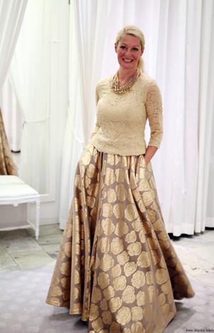 SIdenbrokad kjol med pärlbroderad topp