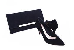 Svarta mocka skor och väska