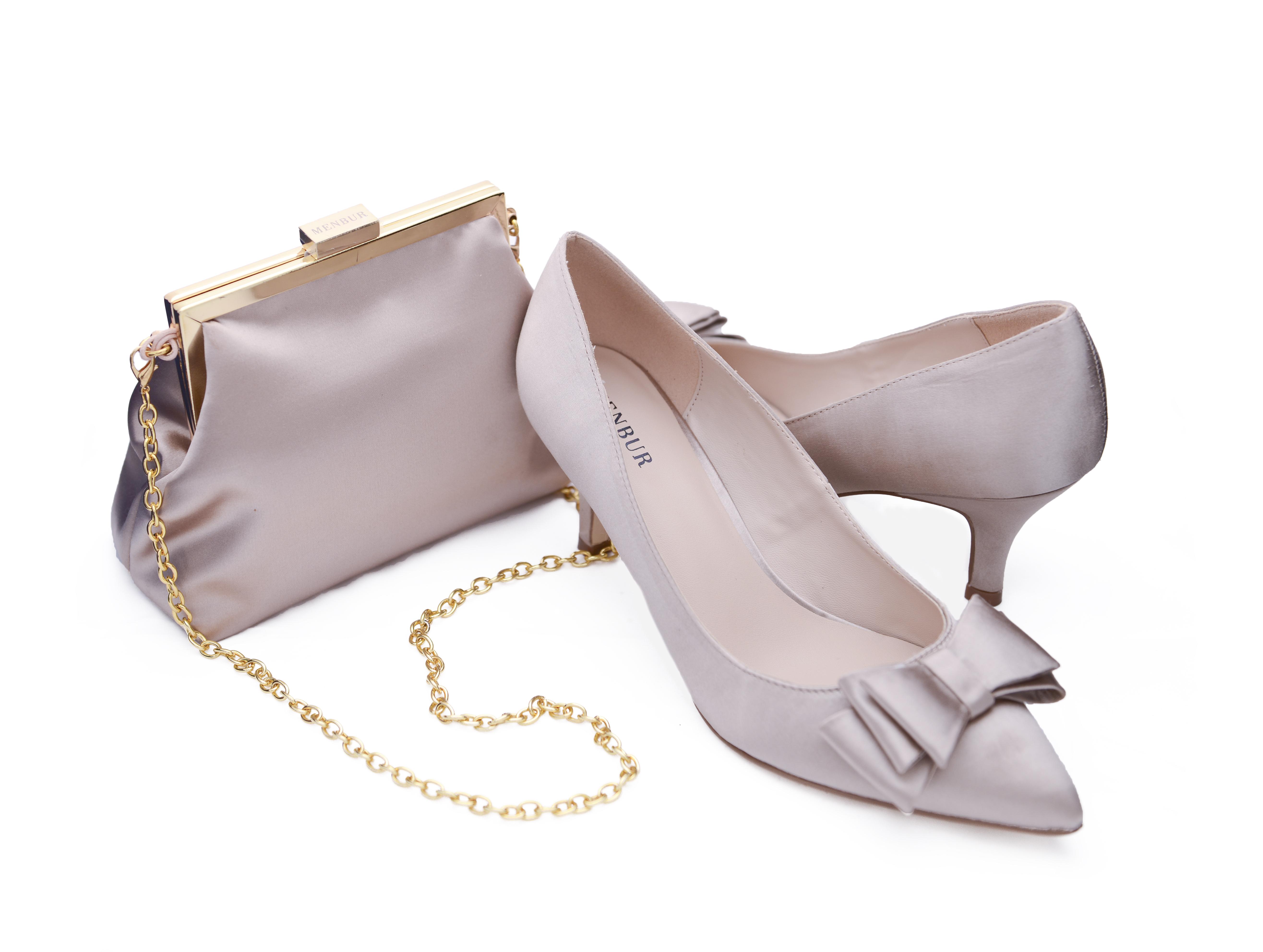 Beige skor och väska