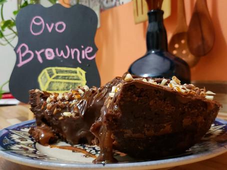 Ovo Brownie com recheio de caramelo salgado e brigadeiro cremoso.