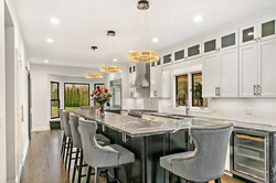 REAL ESTATE PHOTOGRAPHY  CLASSY KITCHEN.
