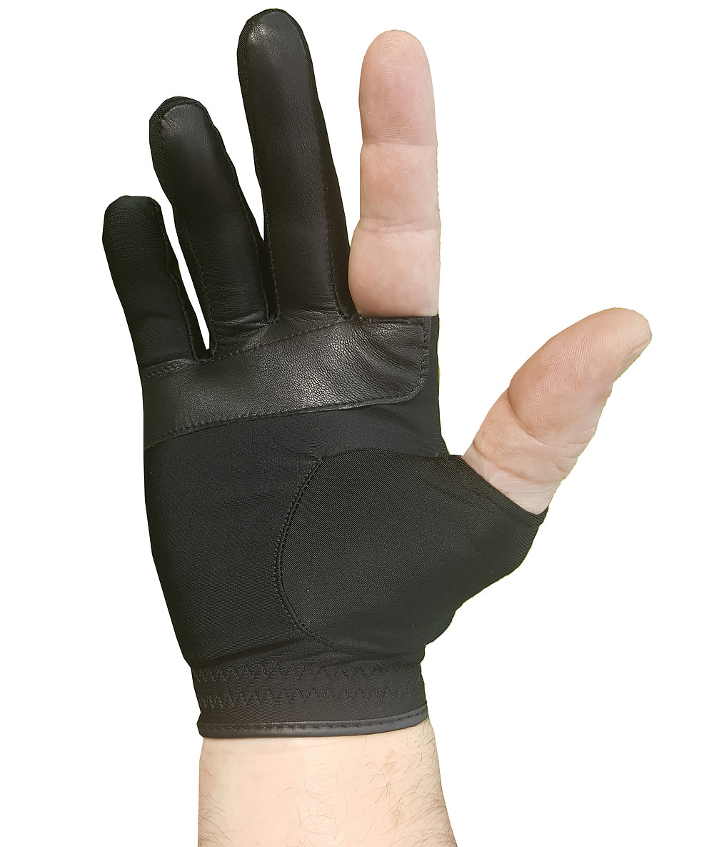 Designed to be worn with other golf glove.