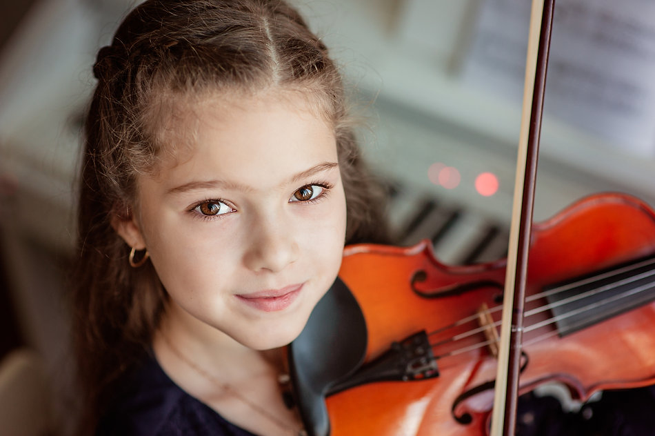 Home lesson for a girl playing the violin